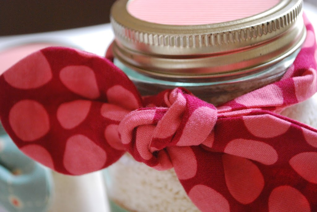 DIY Fabric Bow for Mason Jars by Craftaholics Anonymous