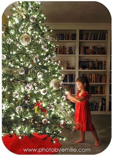 How to Take Beautiful Christmas Tree Photos
