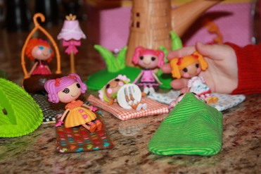 LalaLoopsy Sleeping Bag Tutorial by JuJuB