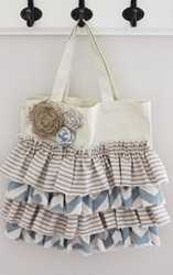 ruffled tote tutorial_thumb[3]