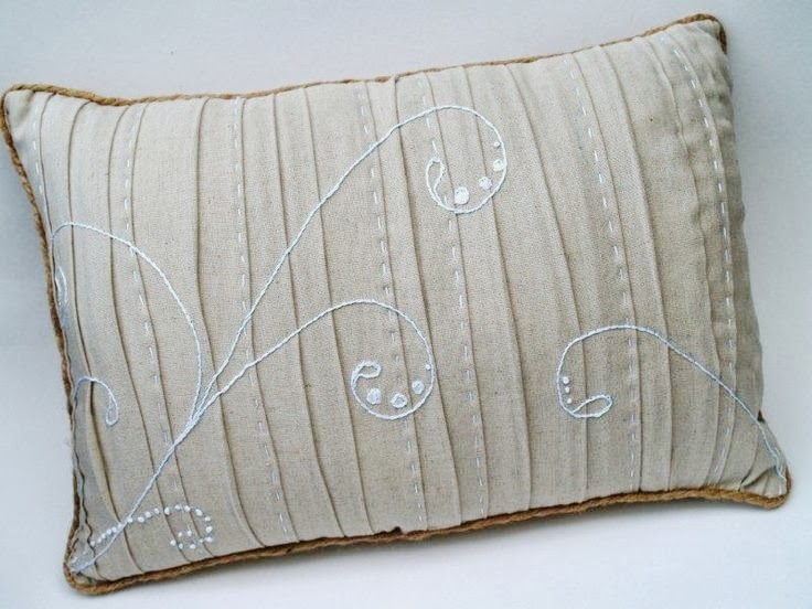 Linen Pillow Tutorial with Jute Piping by Flamingo Toes