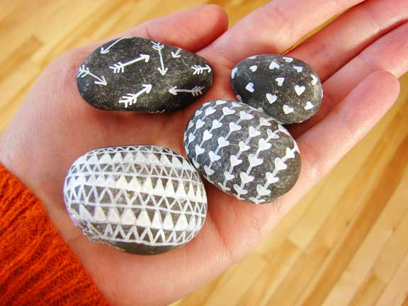Doodle Rocks - 20 Craft for Camping