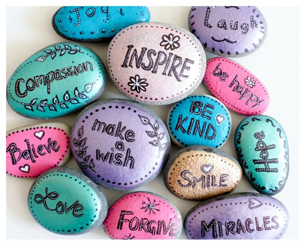 Word Rocks Craft - 20 camp craft ideas!