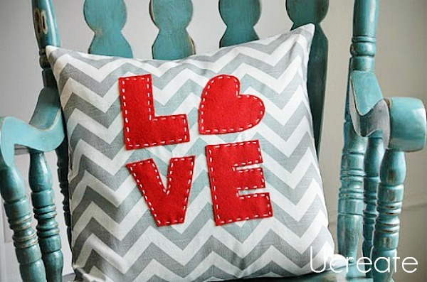 LOVE Pillow Tutorial and free template!