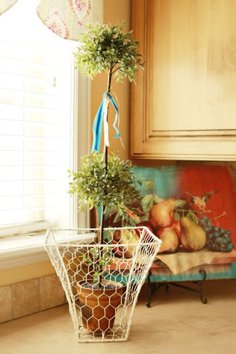 DIY Chicken Wire Basket by Make it Do