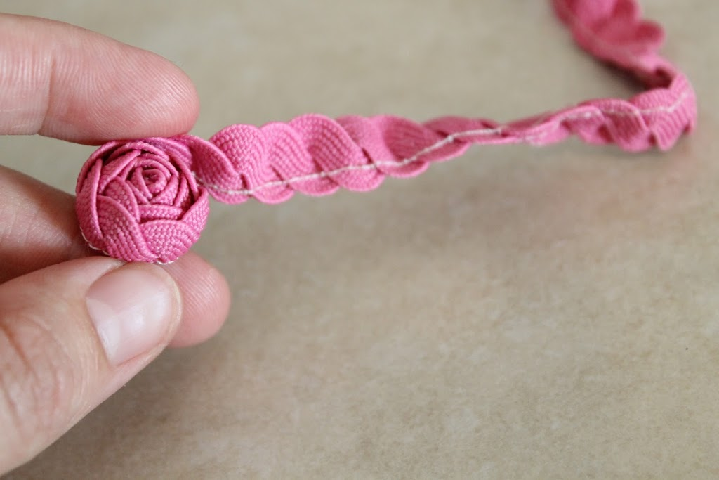 How to Make Ric Rac Roses