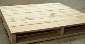 How to turn a pallet into a bathroom shelf