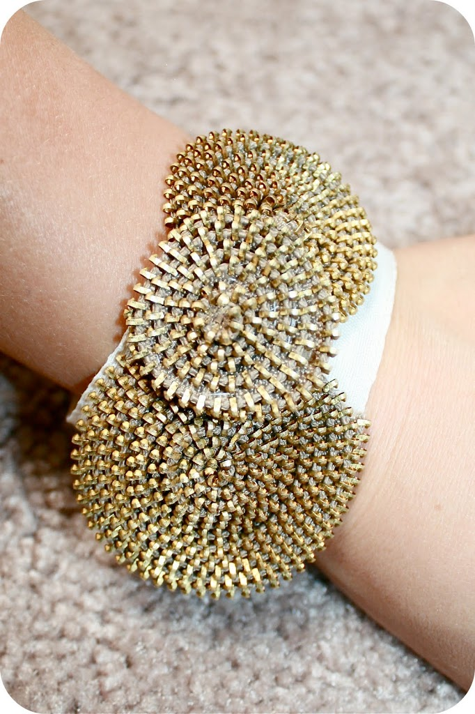 Zipper Rosette Bracelet by Sew Craft Create