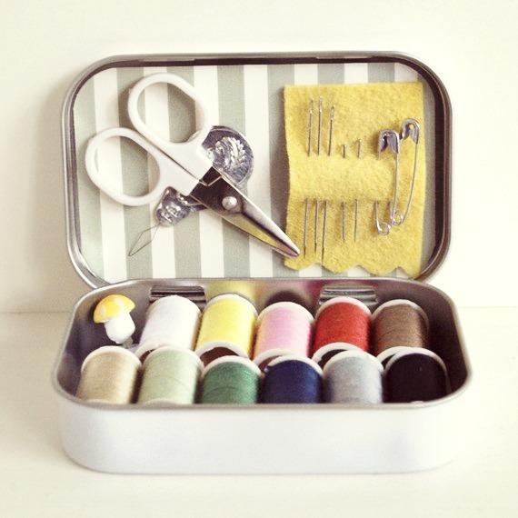Mini Sewing Kit Using Altoid Tin at Polly Danger