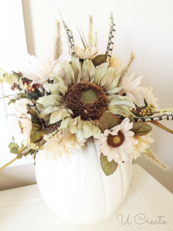 How to make a pumpkin vase or centerpiece - www.u-createcrafts.com