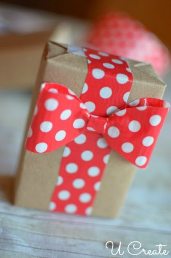 Christmas Gift Wrap Idea at u-createcrafts.com