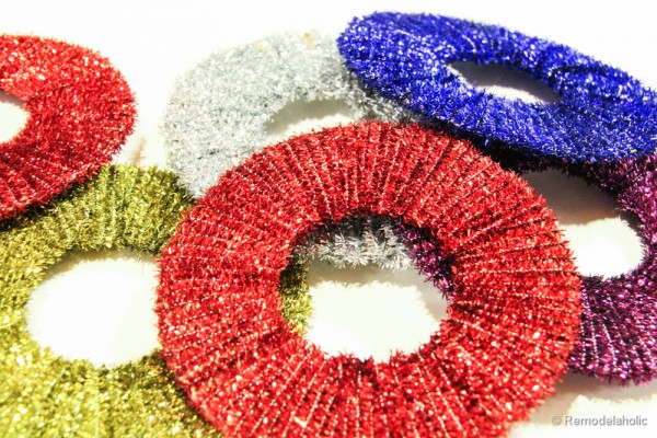 Pipe-Cleaner-Chirstmas-Wreath-ornament-tutorial-12-600x400