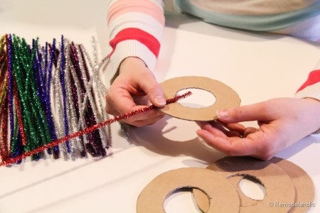 Pipe-Cleaner-Chirstmas-Wreath-ornament-tutorial-6-450x300