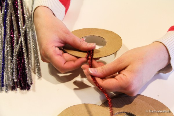 Pipe-Cleaner-Chirstmas-Wreath-ornament-tutorial-9-600x400