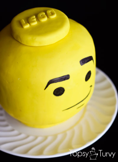 lego-head-cake-tutorial-facial-expression
