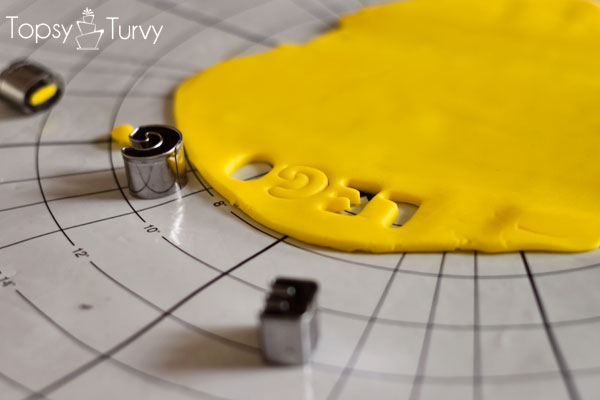 lego-head-cake-tutorial-letter-cut-outs