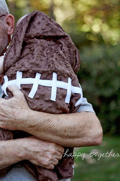 Football Baby Blanket Tutorial by Happy Together - TONS of baby blanket tutorials!