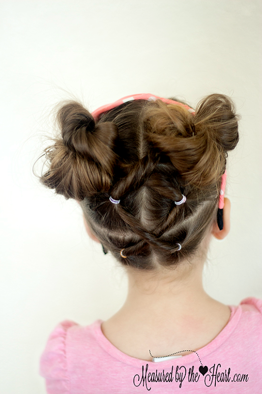 Minnie Mouse Hair Tutorial by Measured by the Heart-and many other hair tutorials!