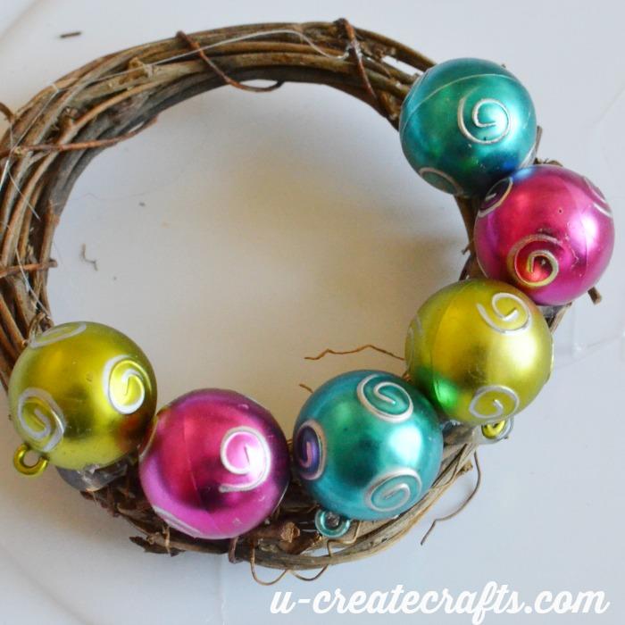 Mini Wreath Ornament Tutorial u-createcrafts.com