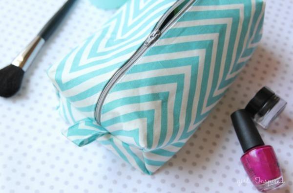 Cosmetic Bag Tutorial by The Girl Inspired