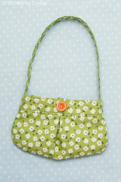 Little Girl Pleated Purse Tutorial by Stitched by Crystal and many other FREE purse patterns!