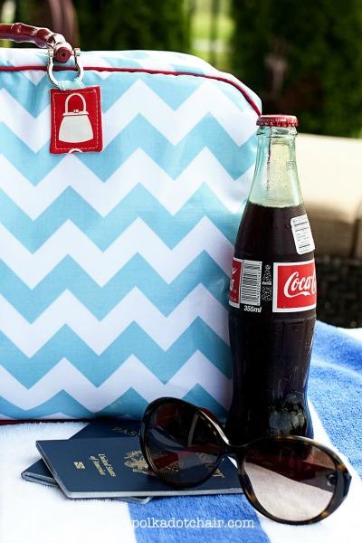 Retro Travel Bag Tutorial by The Polka Dot Chair