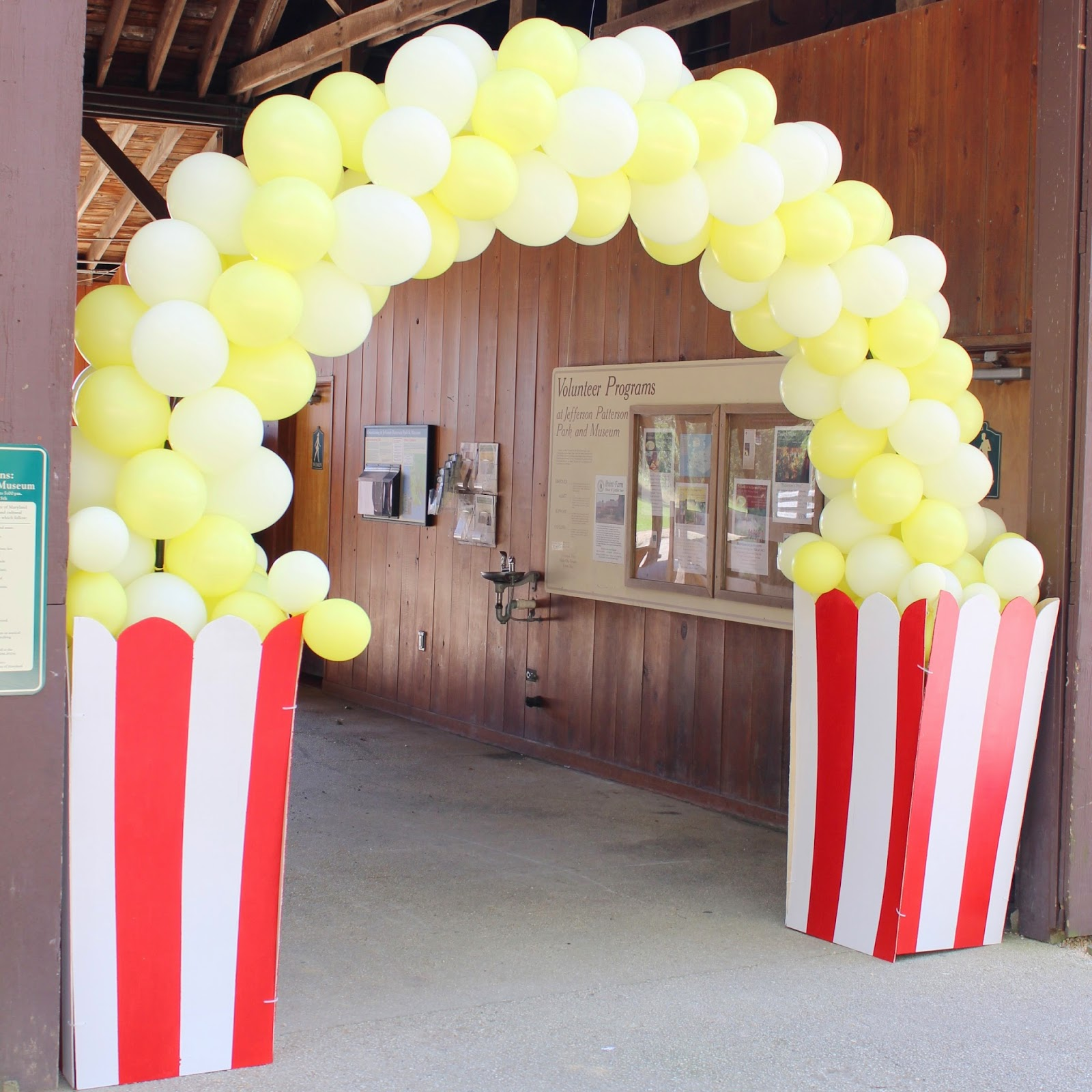 Balloon Popcorn Arch - and many other circus party ideas!
