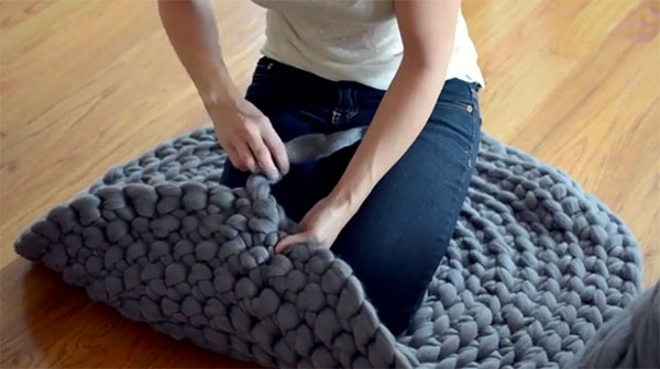 DIY Arm Knit Rug