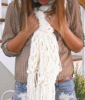 How to Arm Knit a Fringe Scarf