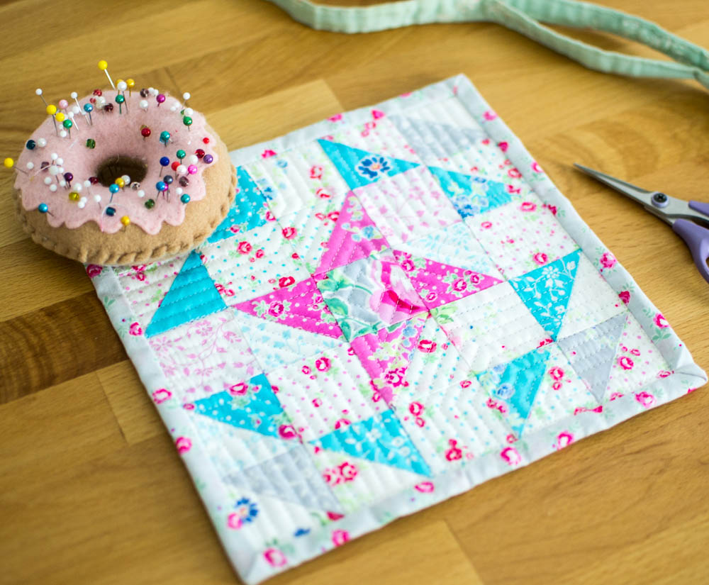 Friendship Mini Quilt Tutorial