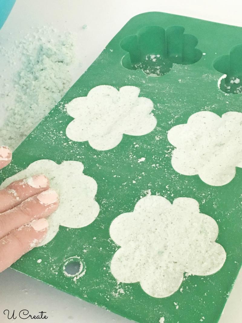 How to Make Shamrock Bath Bombs